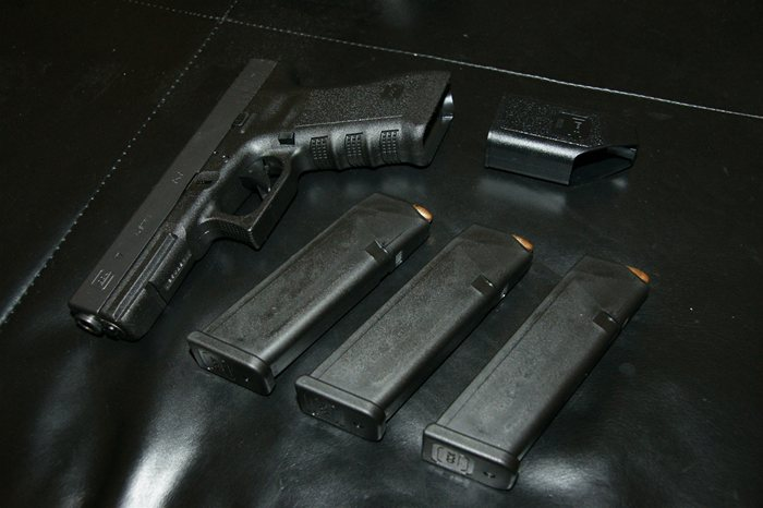 Glock 17 Gen3 9mm handgun with Loaded Magazines and Speed Loader