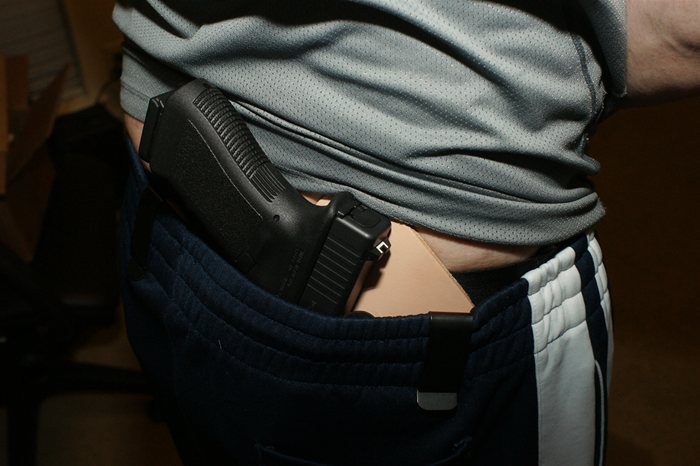 IWB Crossbreed Supertuck style Holster Concealing Glock 17