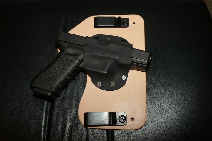 IWB Crossbreed Supertuck style Holster with Glock 17